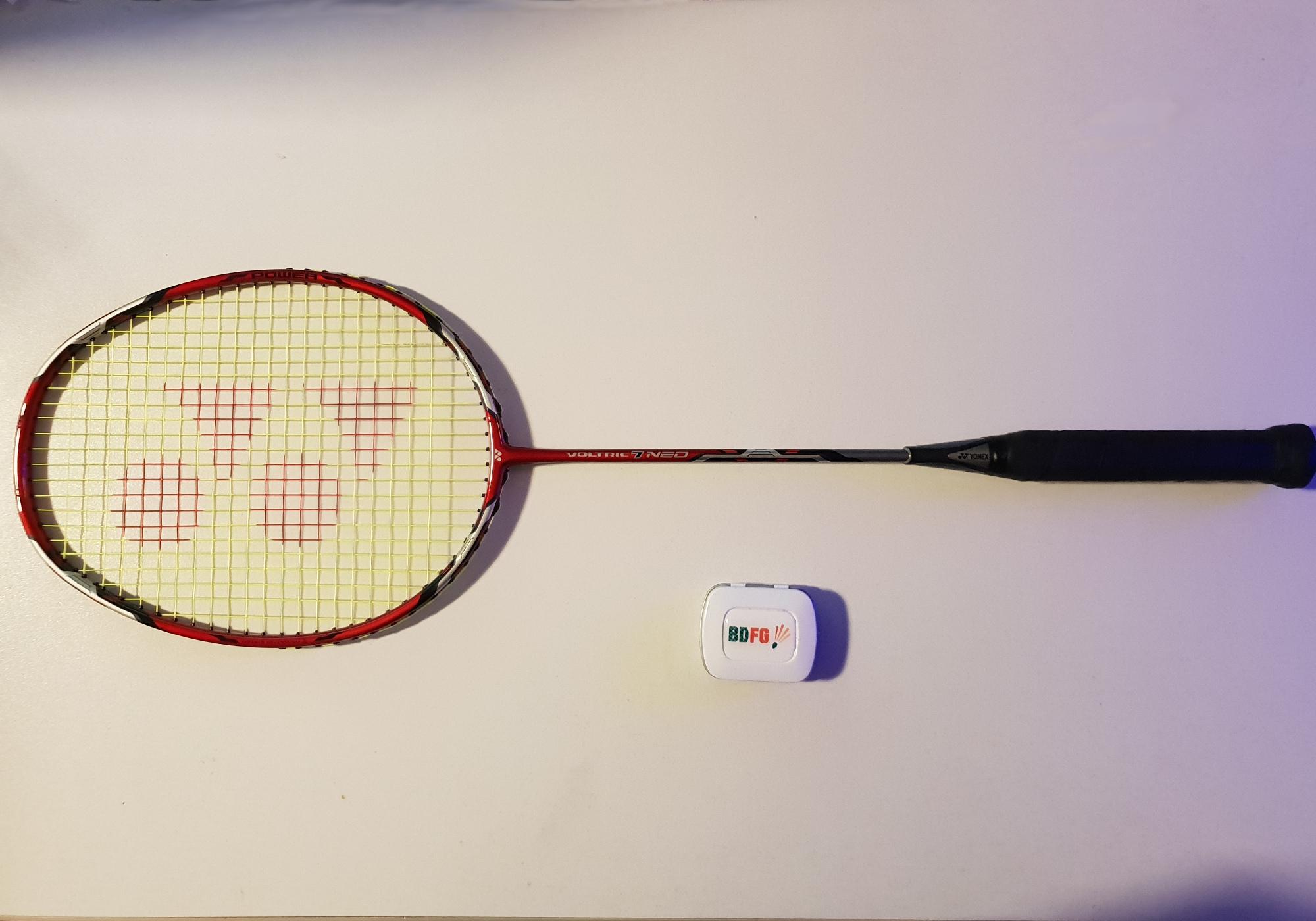 Badmintonschläger Test Yonix Voltric 7 Neo Schläger komplett